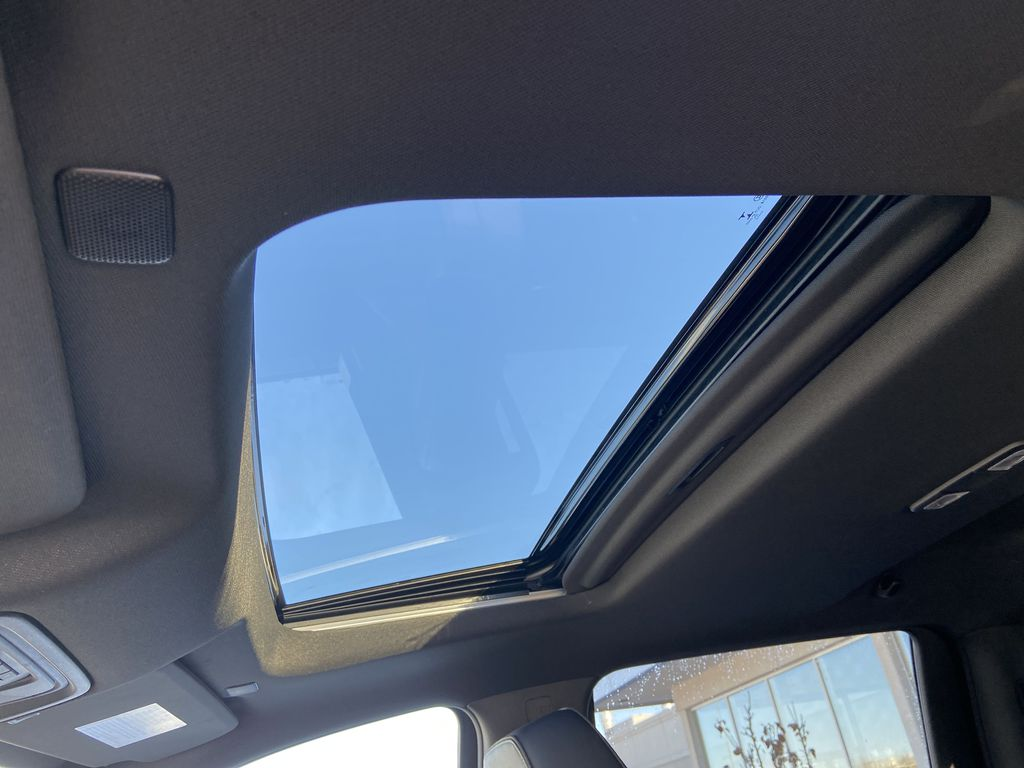 White[Iridescent Pearl Tricoat] 2021 Chevrolet Silverado 3500HD High Country Sunroof Photo in Calgary AB