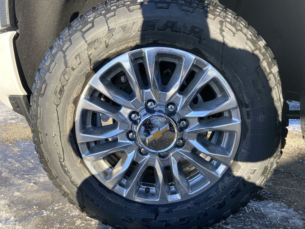 White[Iridescent Pearl Tricoat] 2021 Chevrolet Silverado 3500HD High Country Left Front Rim and Tire Photo in Calgary AB