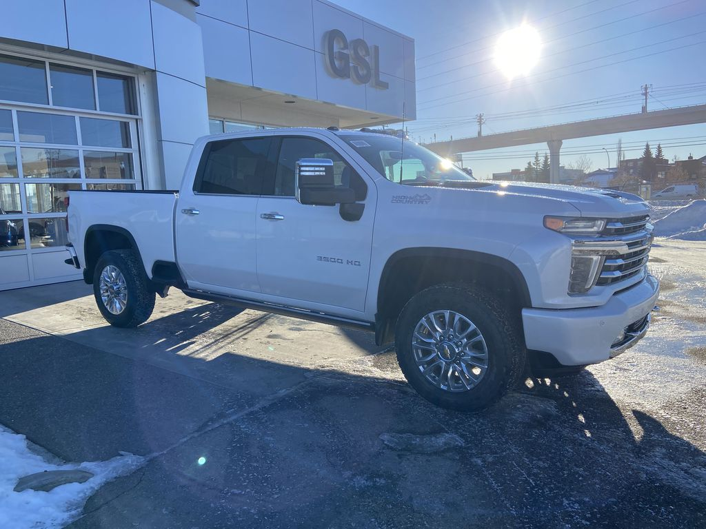 White[Iridescent Pearl Tricoat] 2021 Chevrolet Silverado 3500HD High Country Right Front Corner Photo in Calgary AB