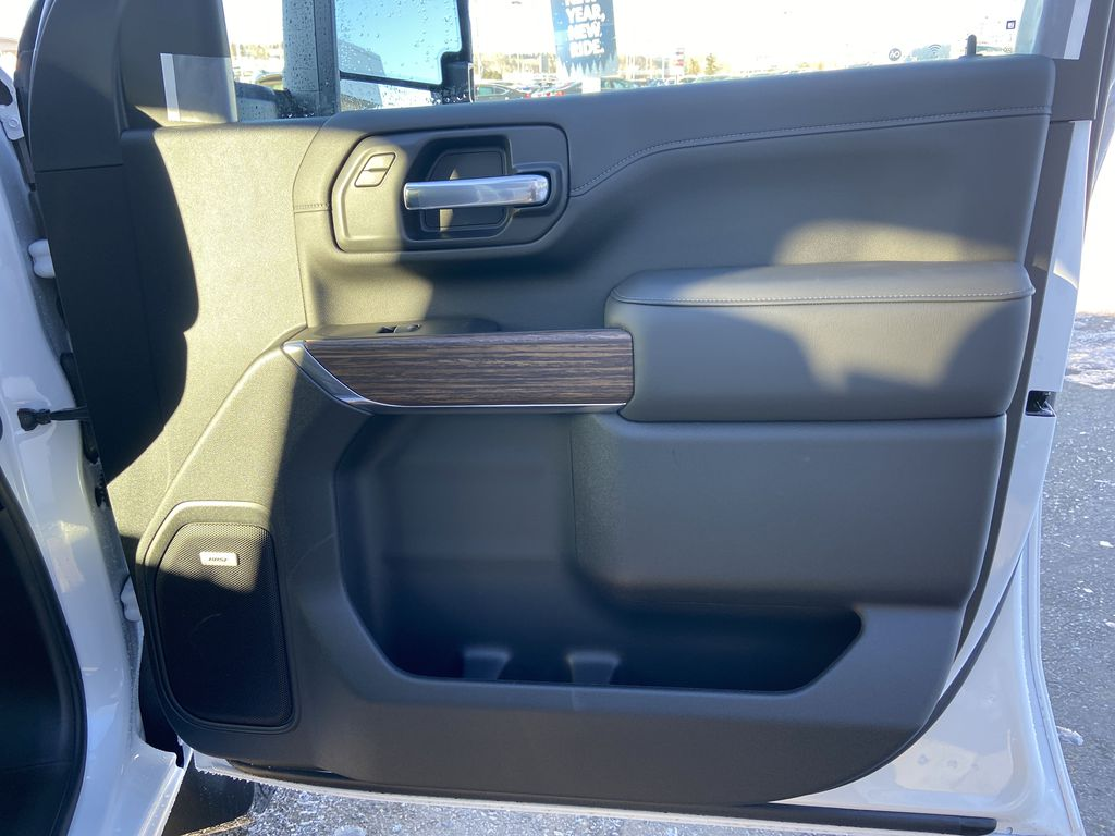 White[Iridescent Pearl Tricoat] 2021 Chevrolet Silverado 3500HD High Country Right Front Interior Door Panel Photo in Calgary AB