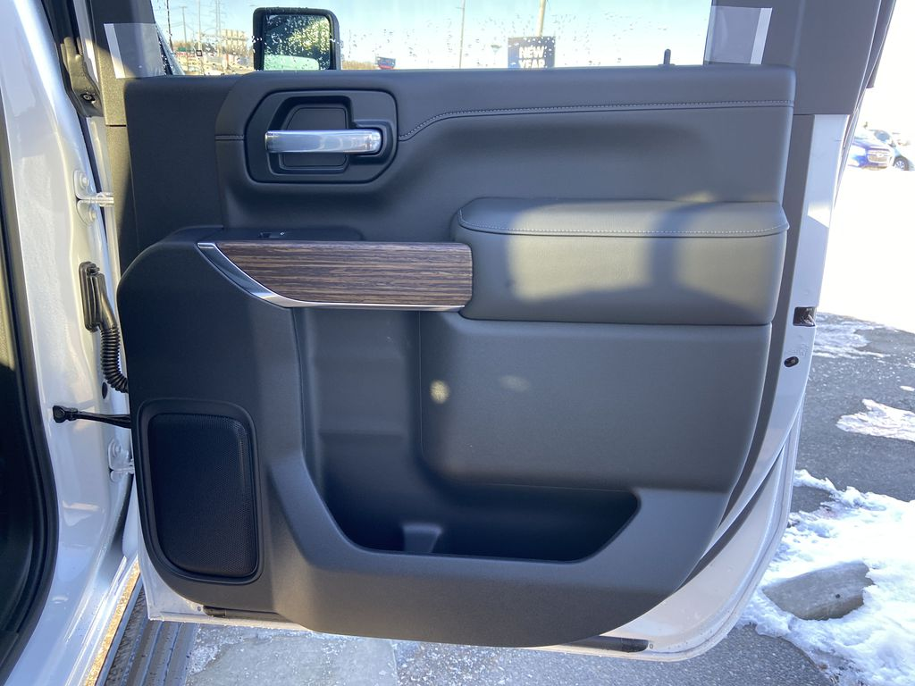 White[Iridescent Pearl Tricoat] 2021 Chevrolet Silverado 3500HD High Country Right Rear Interior Door Panel Photo in Calgary AB