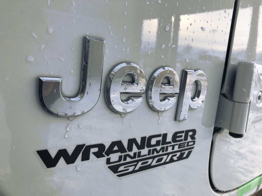 White 2018 Jeep Wrangler Unlimited Left Front Interior Photo in Fort Macleod AB