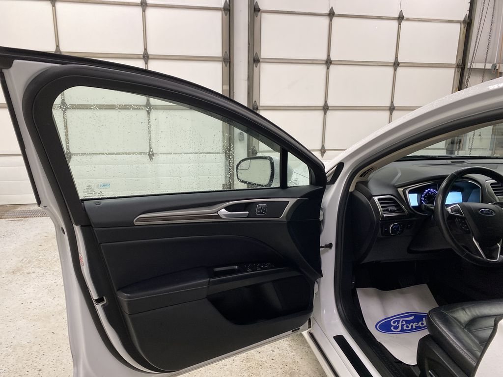 White[Oxford White] 2017 Ford Fusion Left Front Interior Door Panel Photo in Dartmouth NS