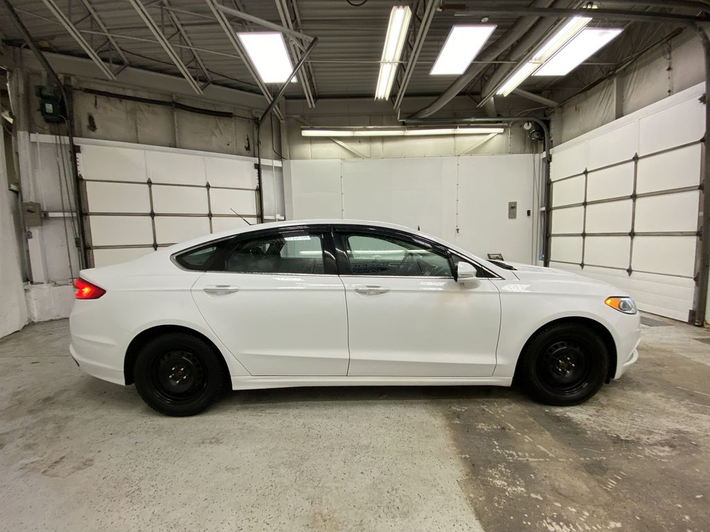 White[Oxford White] 2017 Ford Fusion Right Side Photo in Dartmouth NS