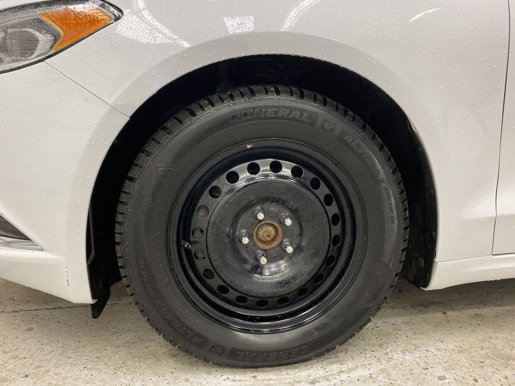 White[Oxford White] 2017 Ford Fusion Left Front Rim and Tire Photo in Dartmouth NS
