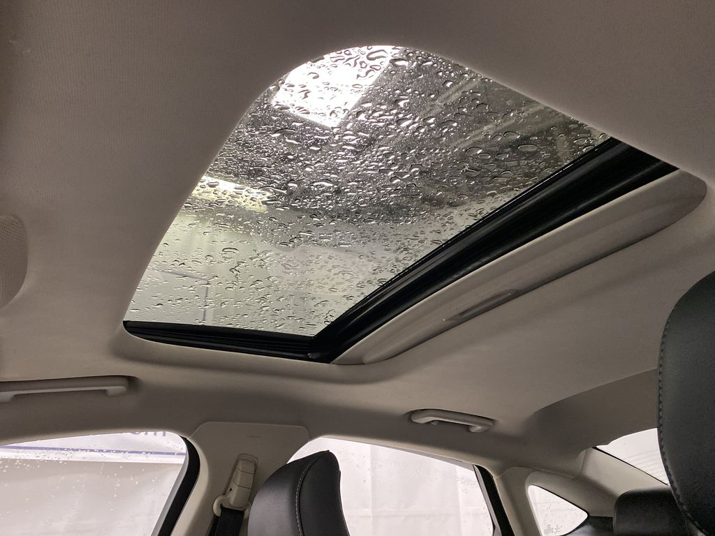 White[Oxford White] 2017 Ford Fusion Sunroof Photo in Dartmouth NS