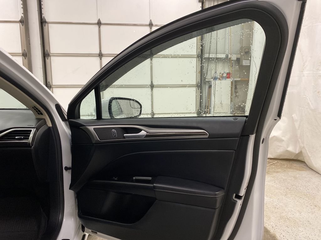 White[Oxford White] 2017 Ford Fusion Right Front Interior Door Panel Photo in Dartmouth NS