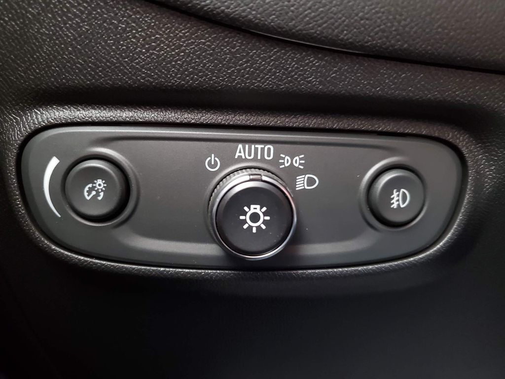 White 2021 Chevrolet Equinox Front Vehicle Photo in Airdrie AB