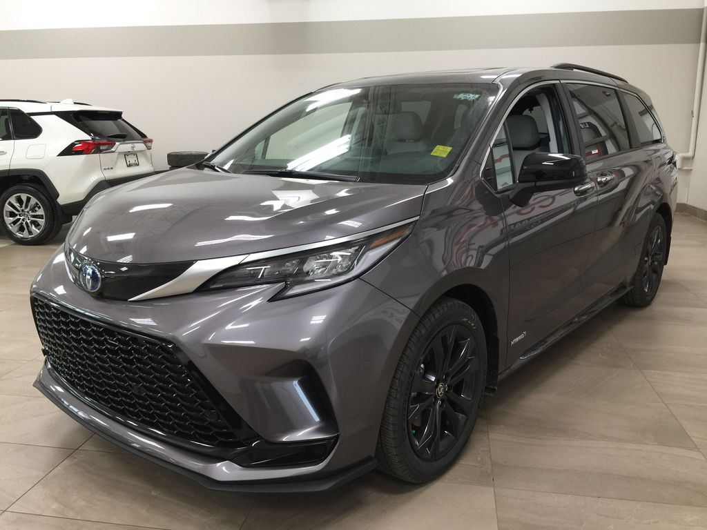 Gray[Predawn Gray Mica] 2021 Toyota Sienna XSE Hybrid FWD Left Front Corner Photo in Sherwood Park AB