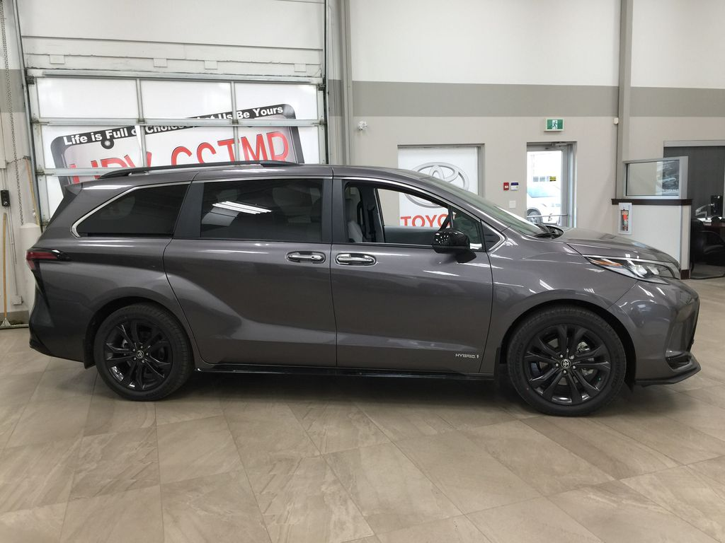 Gray[Predawn Gray Mica] 2021 Toyota Sienna XSE Hybrid FWD Right Side Photo in Sherwood Park AB