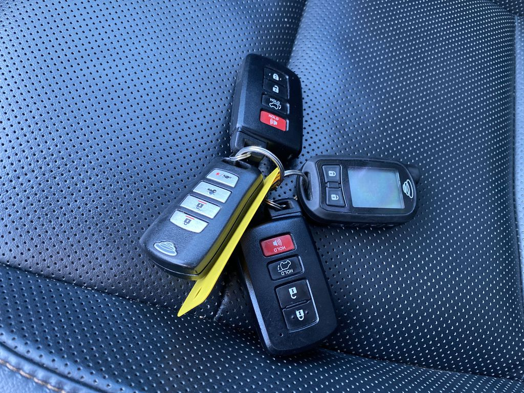 2015 Toyota Highlander Key and Fob Photo in Nipawin SK