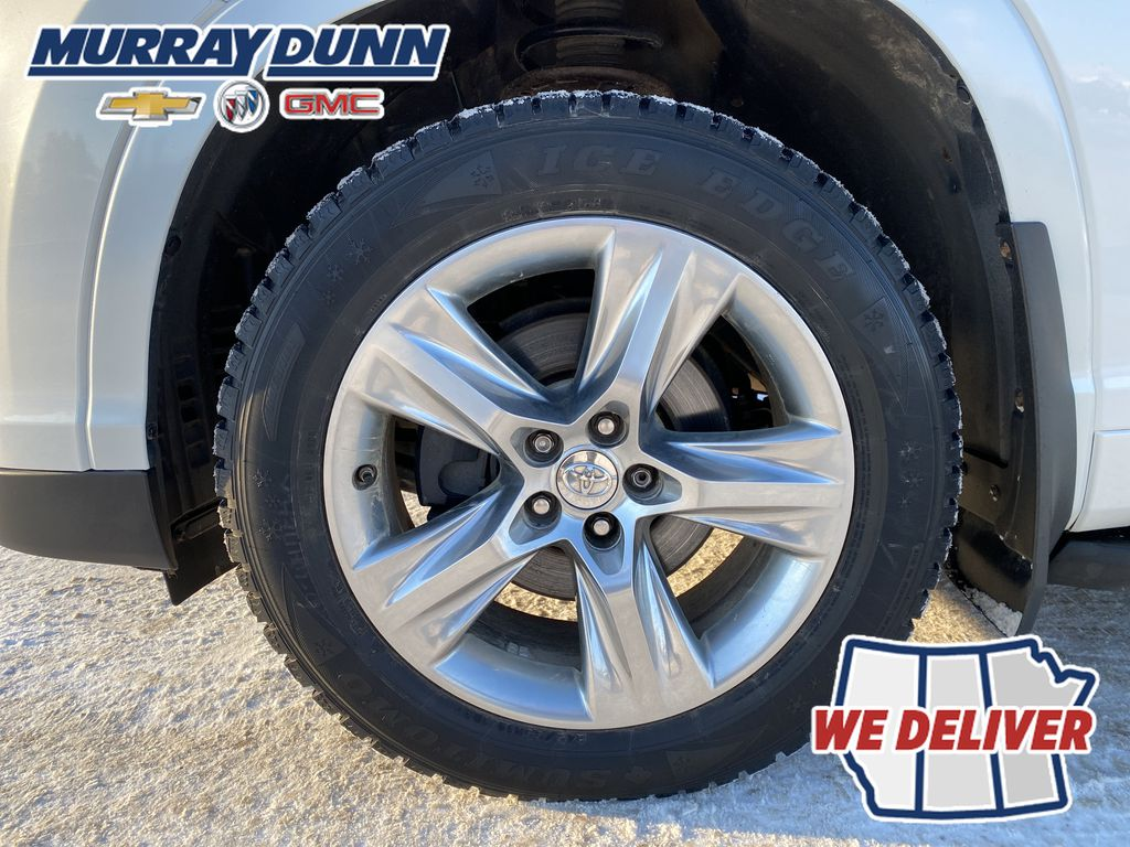 2015 Toyota Highlander Left Front Rim and Tire Photo in Nipawin SK
