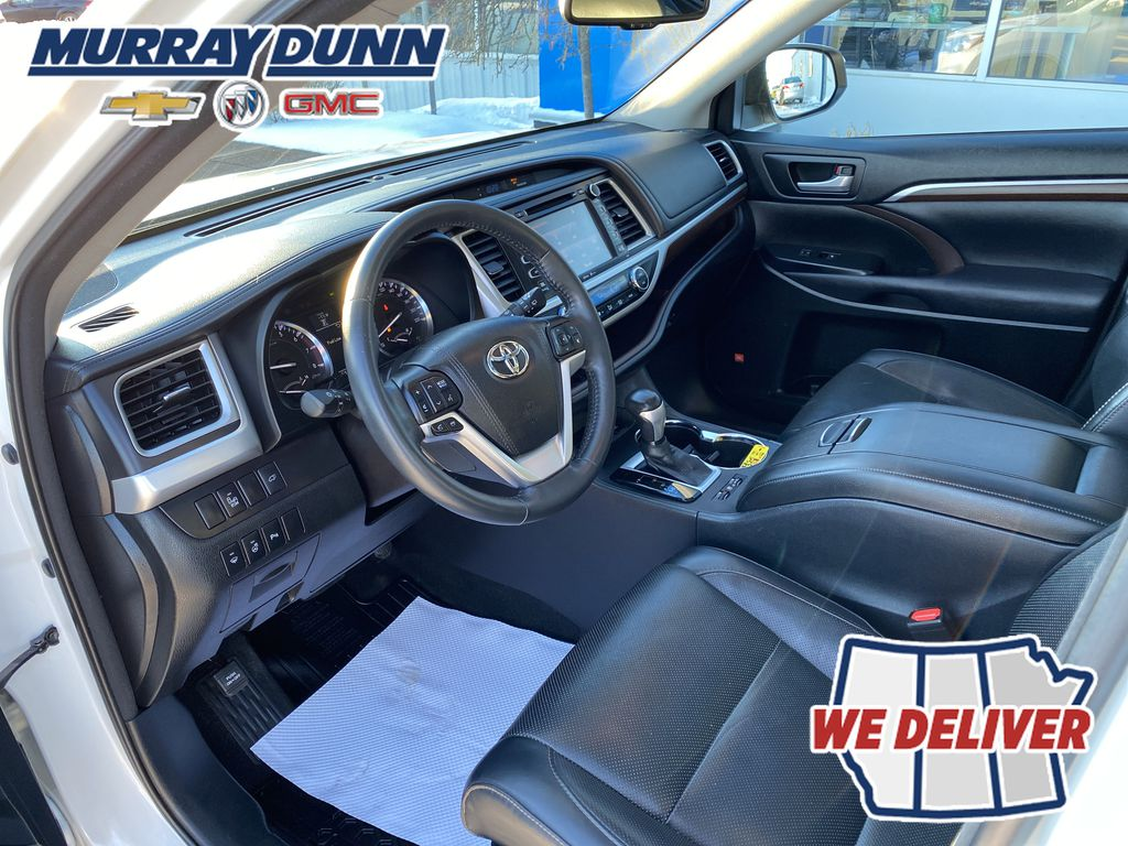 2015 Toyota Highlander Left Front Interior Photo in Nipawin SK