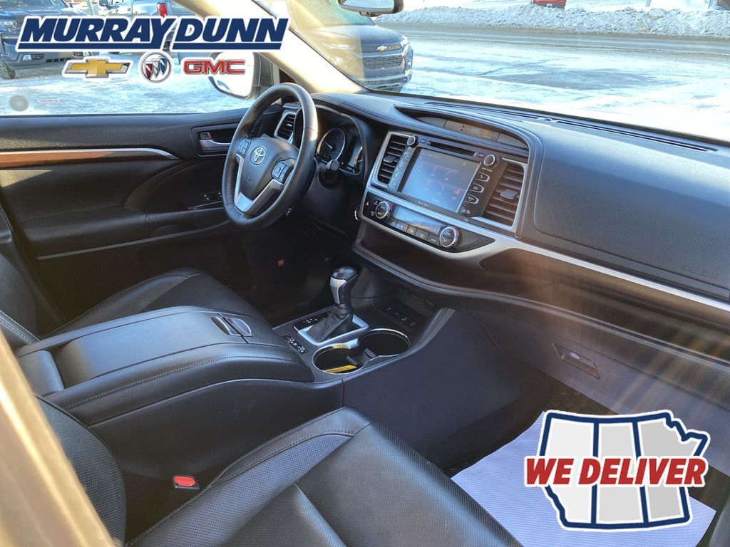2015 Toyota Highlander Front Right Interior Photo in Nipawin SK