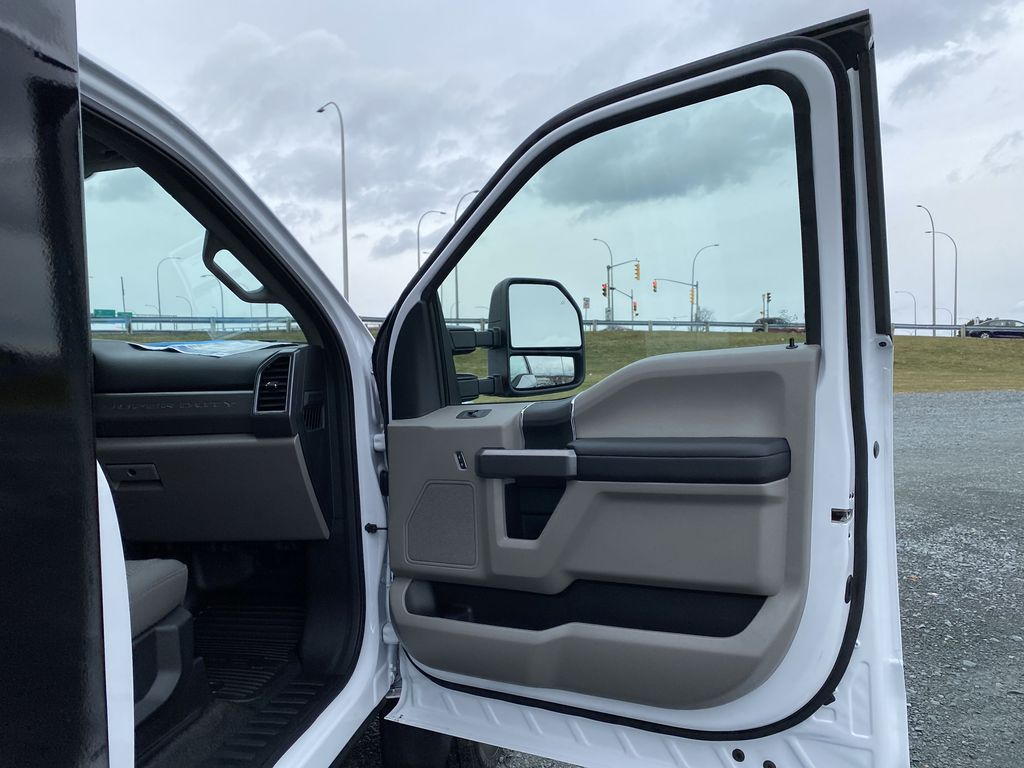 White[Oxford White] 2020 Ford Super Duty F-550 DRW Right Front Interior Door Panel Photo in Dartmouth NS