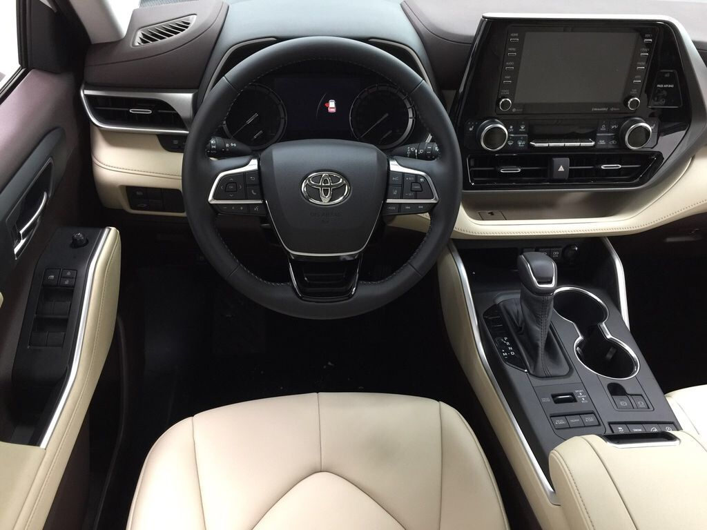 White[Blizzard Pearl] 2021 Toyota Highlander XLE Left Front Seat Photo in Sherwood Park AB