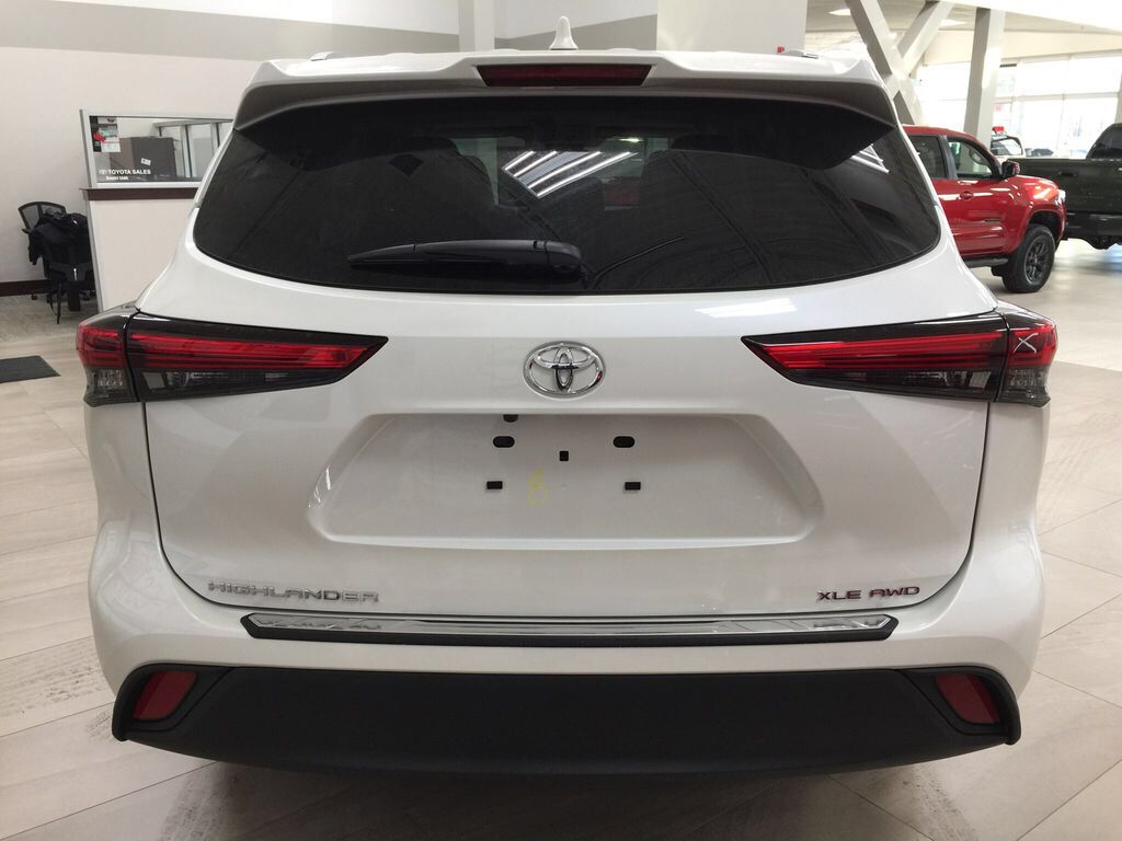White[Blizzard Pearl] 2021 Toyota Highlander XLE Rear of Vehicle Photo in Sherwood Park AB