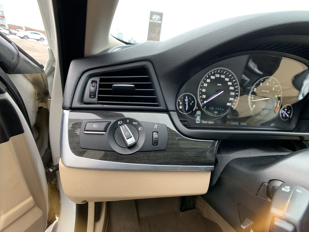 White[Alpine White] 2012 BMW 5 Series Center Console Photo in Brampton ON