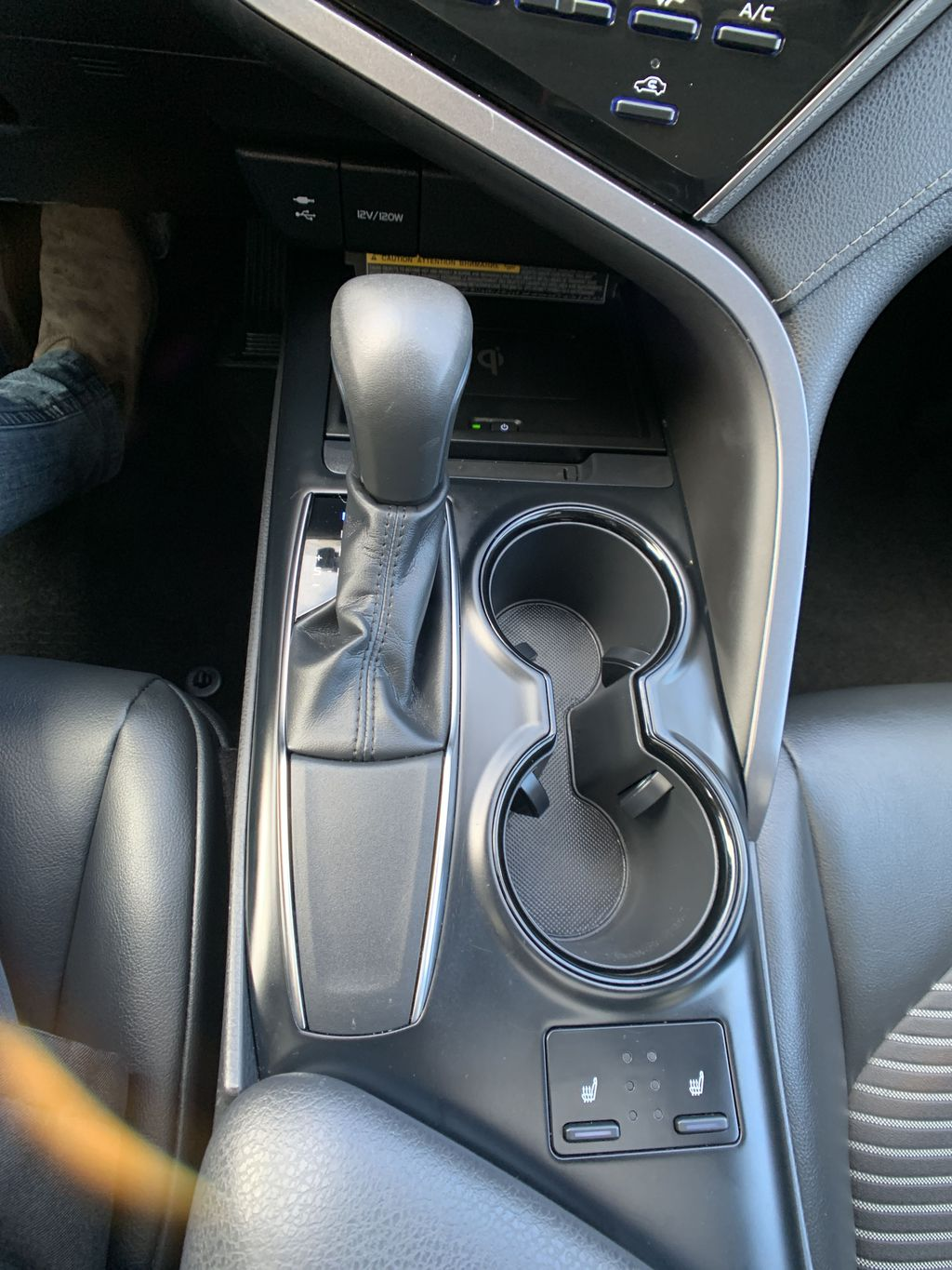 White 2019 Toyota Camry STOCK NOT FOUND Strng Wheel/Dash Photo: Frm Rear in Brampton ON