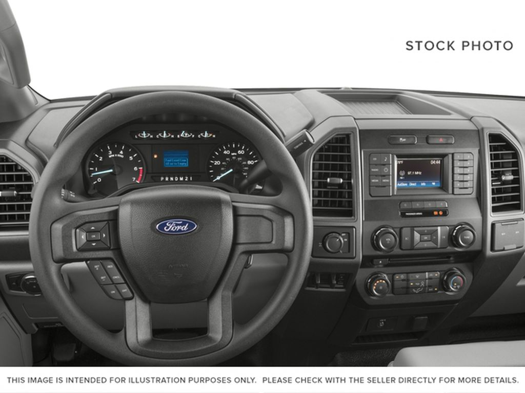 White[Oxford White] 2018 Ford Super Duty F-350 SRW Steering Wheel and Dash Photo in Fort Macleod AB