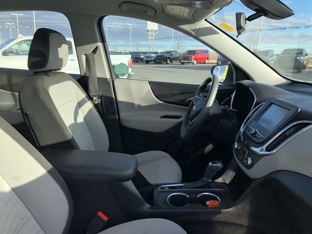 White[Summit White] 2018 Chevrolet Equinox Left Front Rim and Tire Photo in Fort Macleod AB