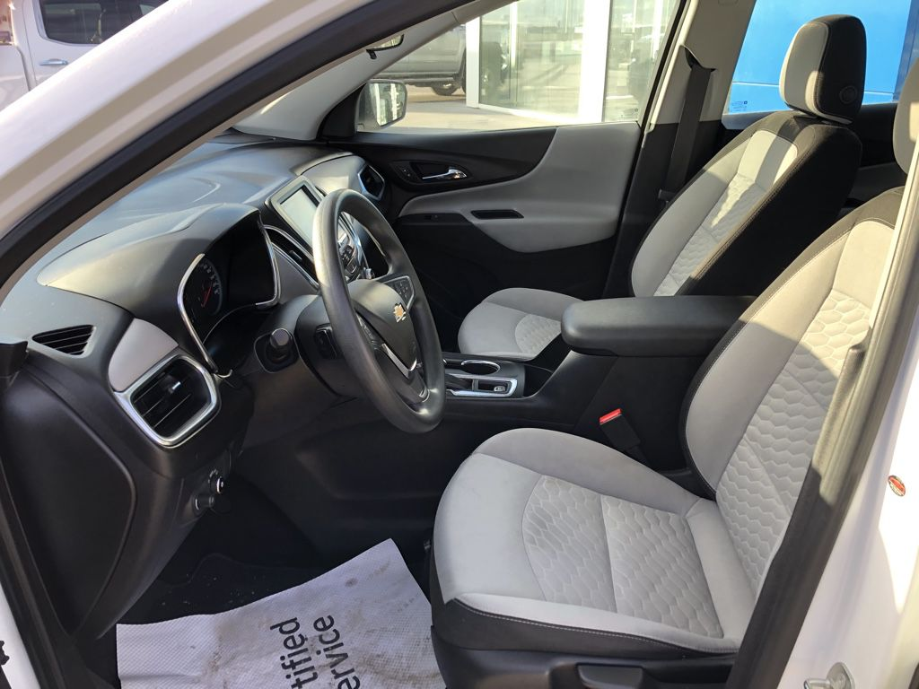 White[Summit White] 2018 Chevrolet Equinox Front Vehicle Photo in Fort Macleod AB