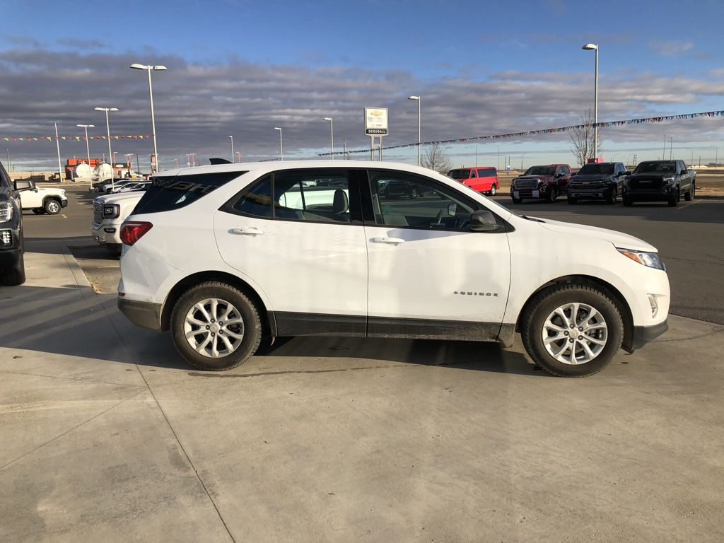 White[Summit White] 2018 Chevrolet Equinox Driver's Side Door Controls Photo in Fort Macleod AB