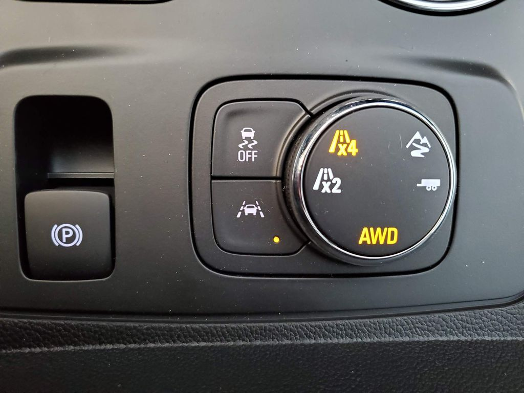 Black 2021 Chevrolet Traverse Steering Wheel and Dash Photo in Airdrie AB