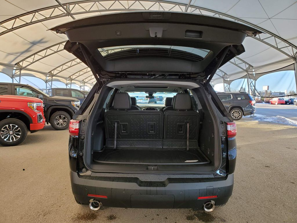 Black 2021 Chevrolet Traverse Right Rear Corner Photo in Airdrie AB