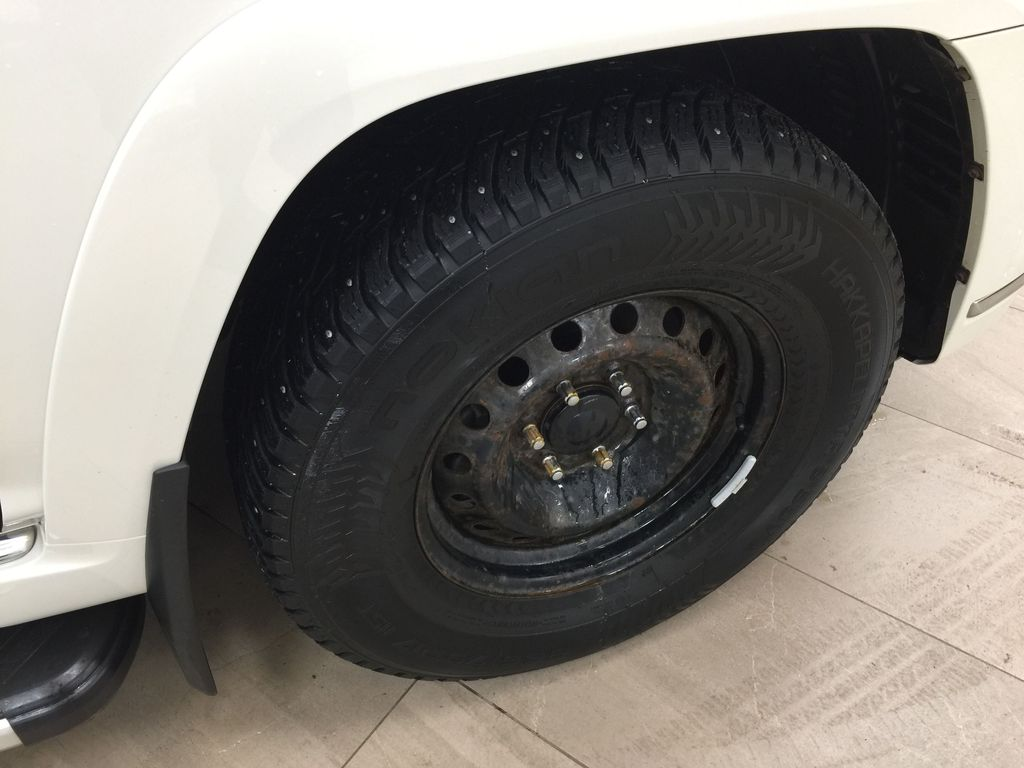 White[Alpine White] 2018 Toyota 4Runner LIMITED - 7 PASSENGER Right Front Rim and Tire Photo in Sherwood Park AB