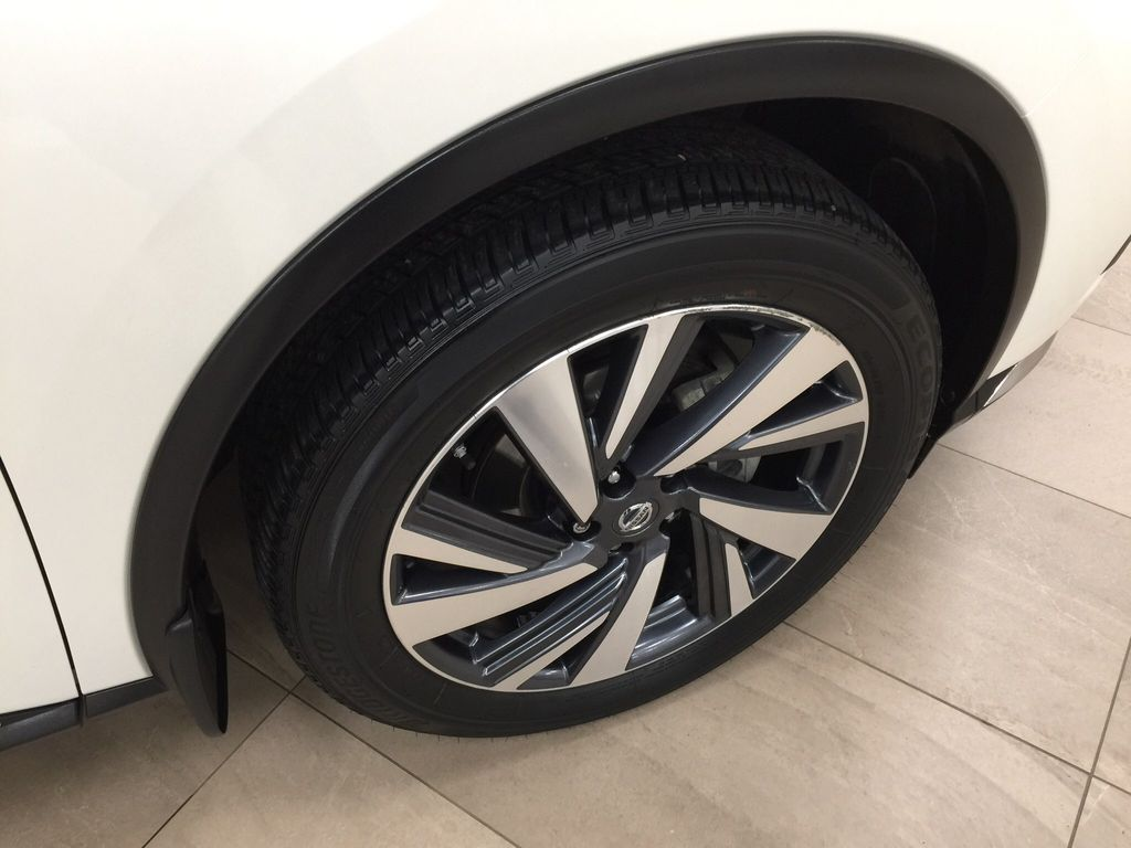 White[Pearl White] 2018 Nissan Murano PLATINUM / NO ACCIDENTS Right Front Rim and Tire Photo in Sherwood Park AB