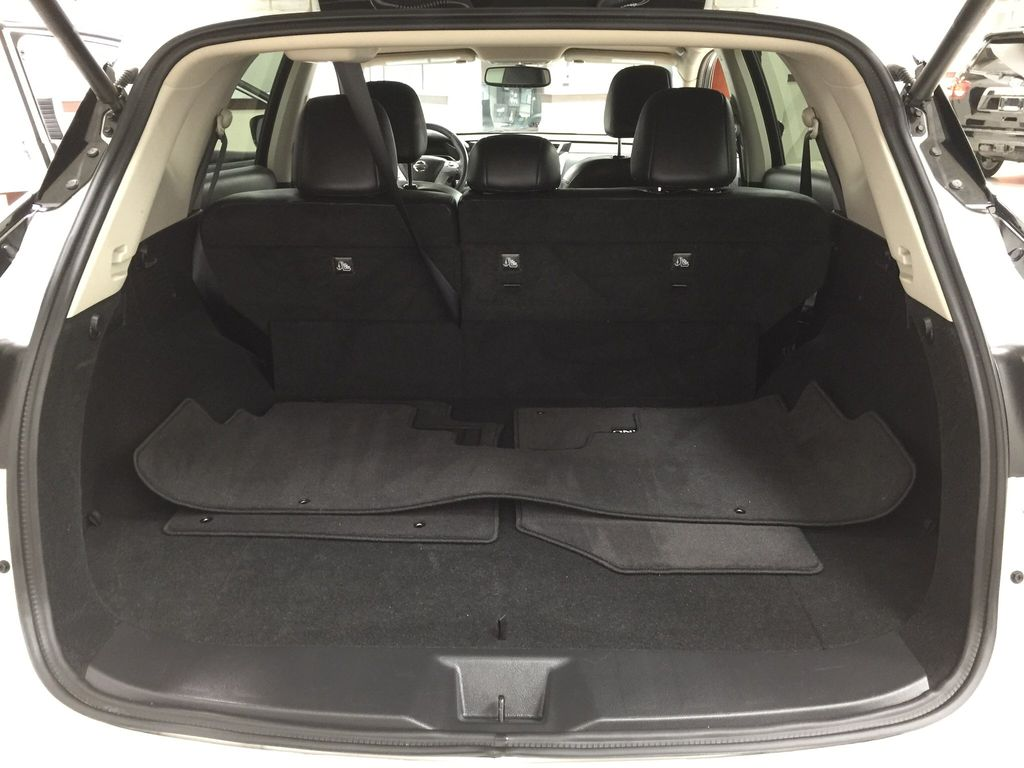 White[Pearl White] 2018 Nissan Murano PLATINUM / NO ACCIDENTS Cargo Area/Rear Seats Photo in Sherwood Park AB