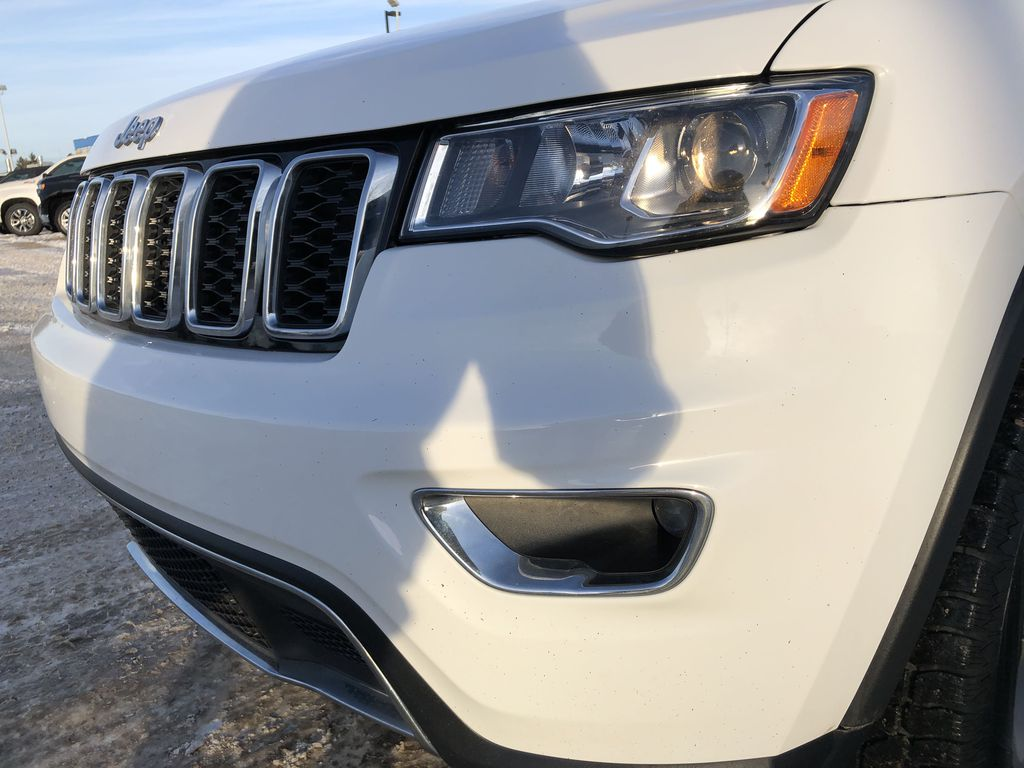 White[Bright White] 2018 Jeep Grand Cherokee Left Front Head Light / Bumper and Grill in Edmonton AB