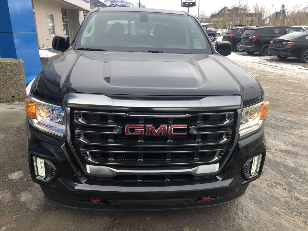 Black[Onyx Black] 2021 GMC Canyon AT4 Front Vehicle Photo in Canmore AB