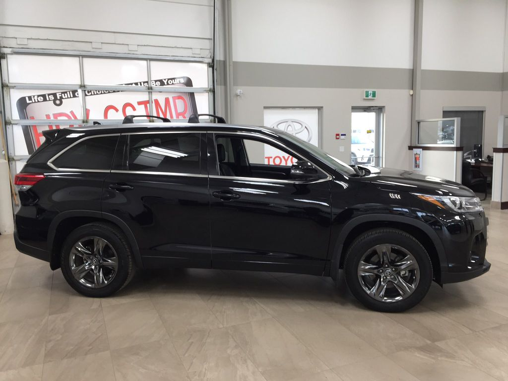 Black[Midnight Black Metallic] 2017 Toyota Highlander Limited AWD Right Side Photo in Sherwood Park AB