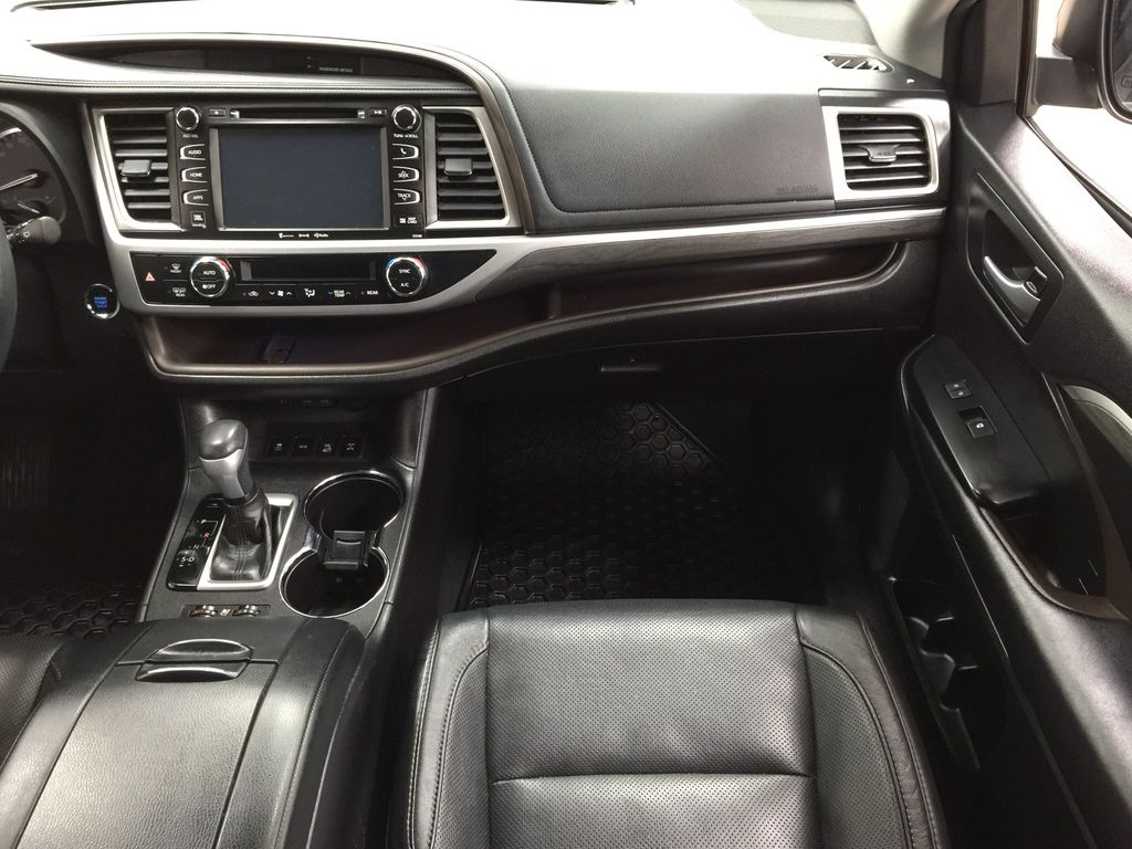 Black[Midnight Black Metallic] 2017 Toyota Highlander Limited AWD Right Front Seat Photo in Sherwood Park AB
