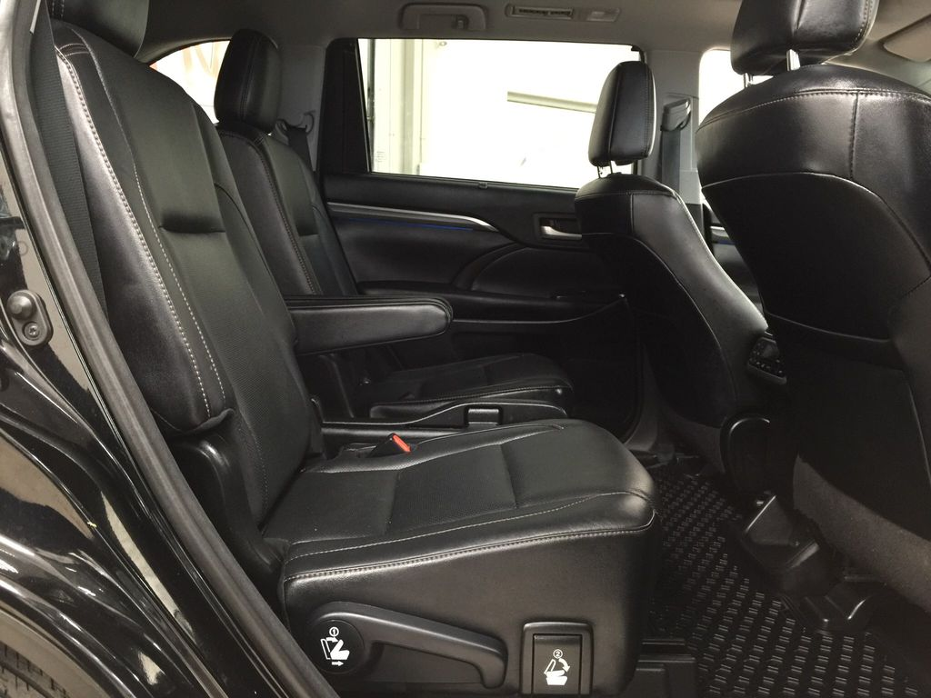 Black[Midnight Black Metallic] 2017 Toyota Highlander Limited AWD Right Side Rear Seat  Photo in Sherwood Park AB