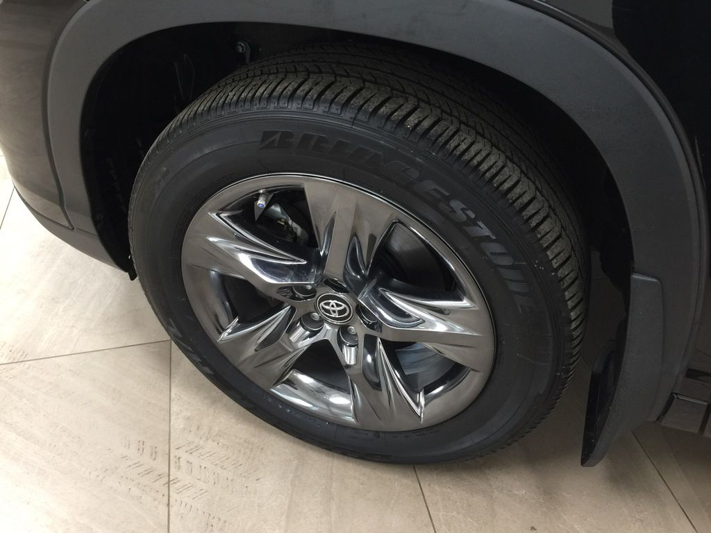 Black[Midnight Black Metallic] 2017 Toyota Highlander Limited AWD Left Front Rim and Tire Photo in Sherwood Park AB