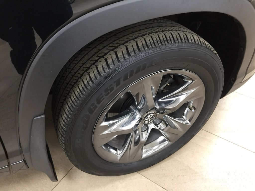Black[Midnight Black Metallic] 2017 Toyota Highlander Limited AWD Right Front Rim and Tire Photo in Sherwood Park AB
