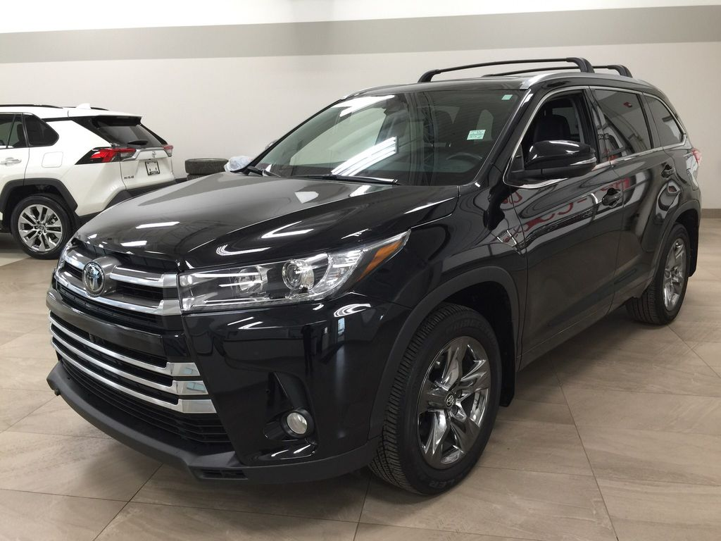 Black[Midnight Black Metallic] 2017 Toyota Highlander Limited AWD Left Front Corner Photo in Sherwood Park AB