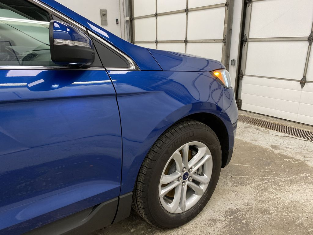 Blue[Atlas Blue Metallic] 2020 Ford Edge Right Front Corner Photo in Dartmouth NS