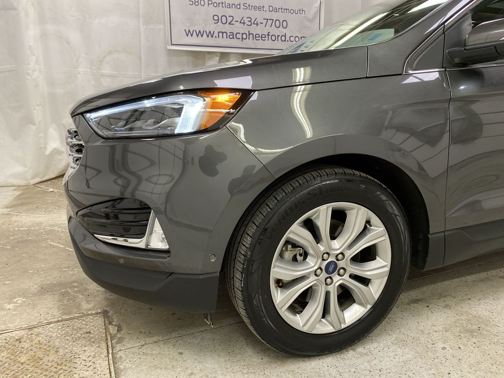 Silver[Iconic Silver Metallic] 2020 Ford Edge Left Front Corner Photo in Dartmouth NS