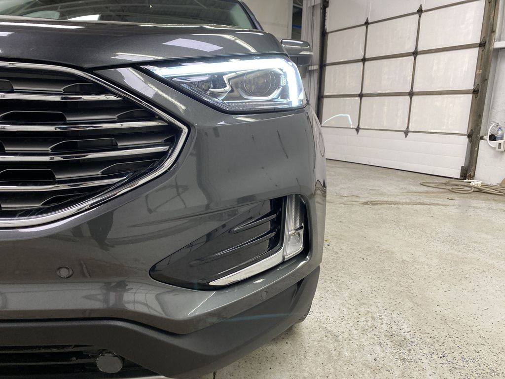 Silver[Iconic Silver Metallic] 2020 Ford Edge Left Front Head Light / Bumper and Grill in Dartmouth NS