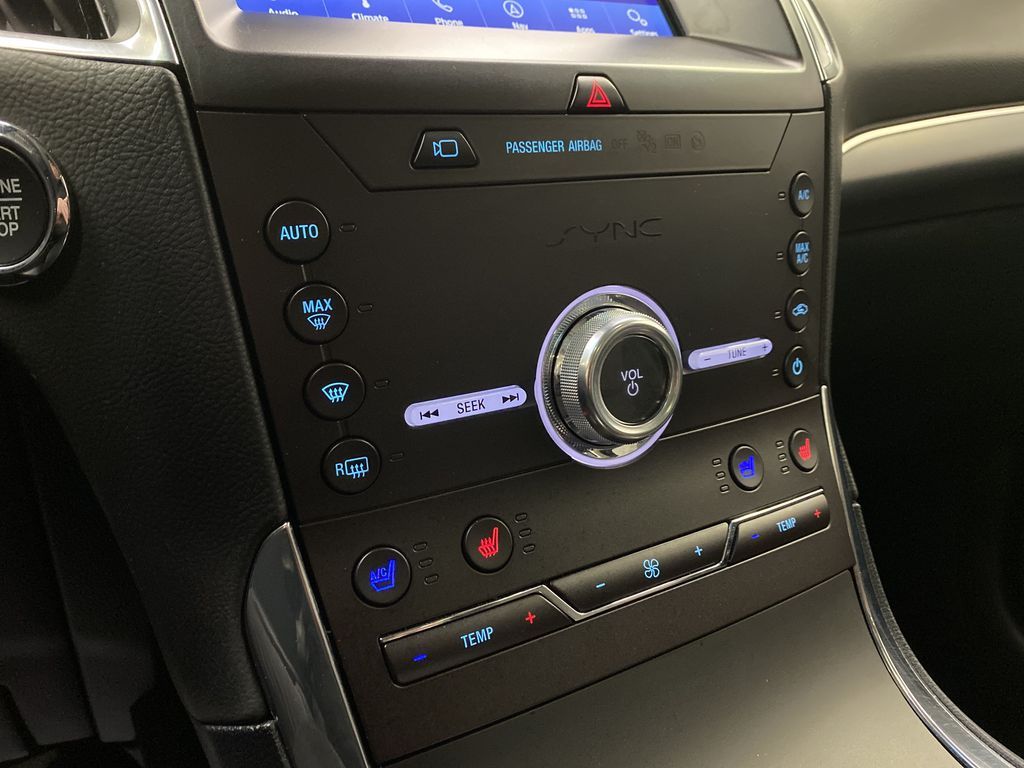 Silver[Iconic Silver Metallic] 2020 Ford Edge Central Dash Options Photo in Dartmouth NS
