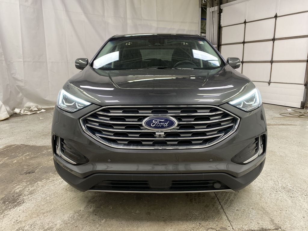 Silver[Iconic Silver Metallic] 2020 Ford Edge Front Vehicle Photo in Dartmouth NS