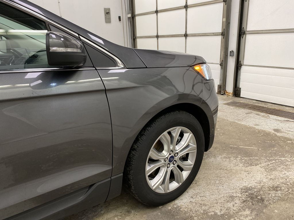 Silver[Iconic Silver Metallic] 2020 Ford Edge Right Front Corner Photo in Dartmouth NS
