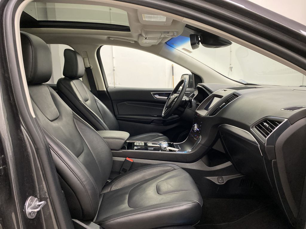 Silver[Iconic Silver Metallic] 2020 Ford Edge Right Side Front Seat  Photo in Dartmouth NS
