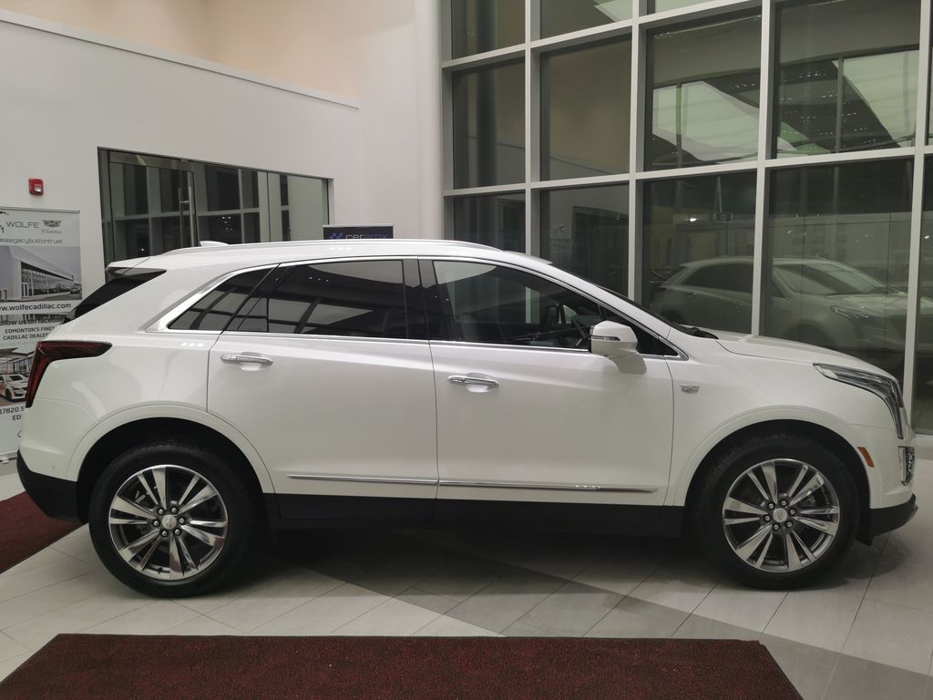 White[Crystal White Tricoat] 2021 Cadillac XT5 Right Side Photo in Edmonton AB