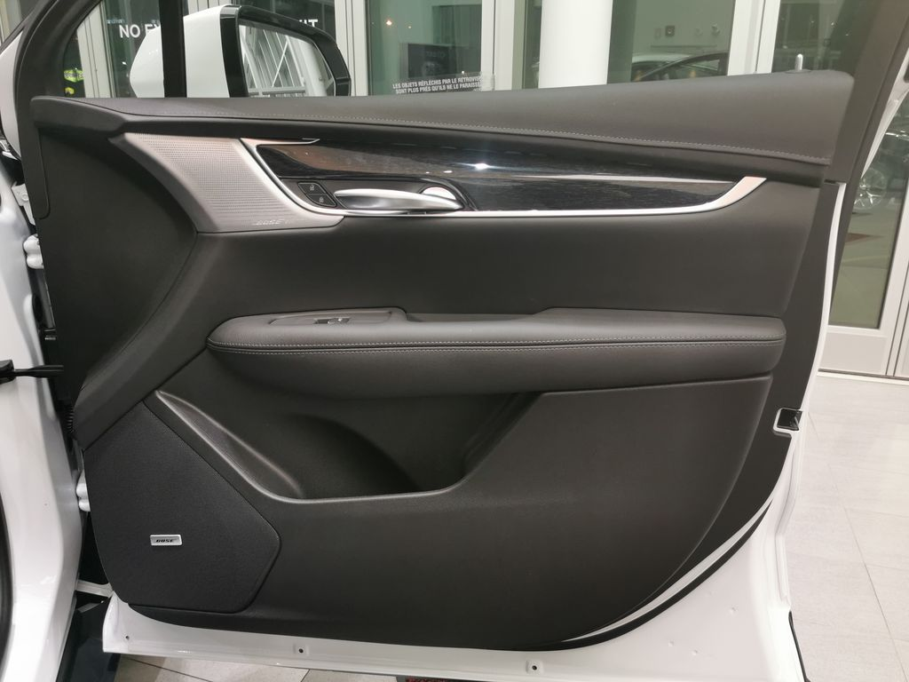 White[Crystal White Tricoat] 2021 Cadillac XT5 Right Front Interior Door Panel Photo in Edmonton AB