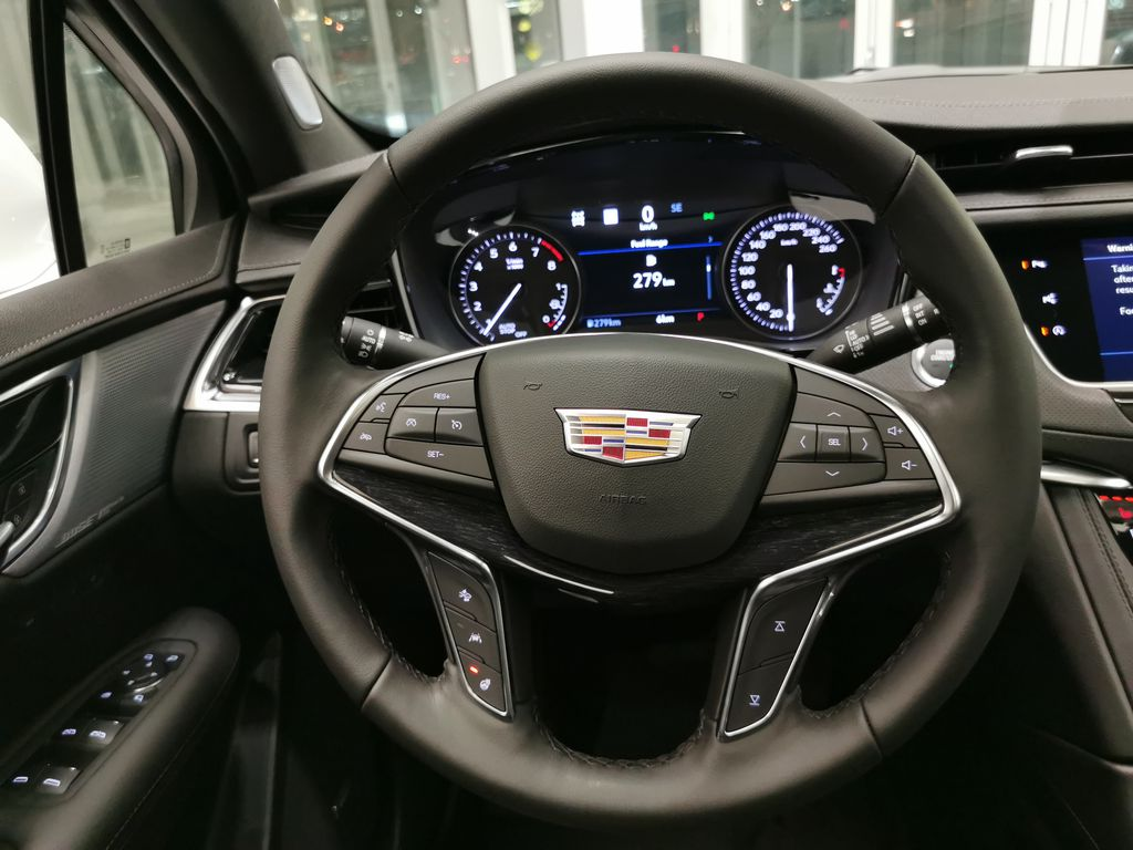White[Crystal White Tricoat] 2021 Cadillac XT5 Steering Wheel and Dash Photo in Edmonton AB